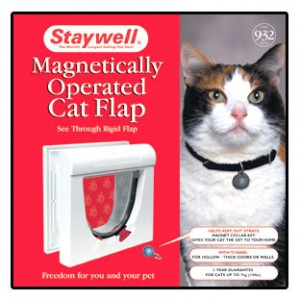 (Staywell) Magnetically Operated Cat Flap with Tunnel (White) (932EFS)
